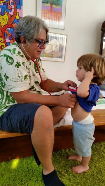 """Já receitei o """"brincar"""" em vez de remédio aos meus pacientes, conta pediatra"""