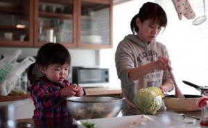 Cozinhar (e comer) junto: momentos que fortalecem relações entre familiares e com os alimentos